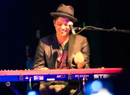 Bruno Mars performing in Houston, Texas on Nov. 24, 2010. Photo credit: Brothers Le